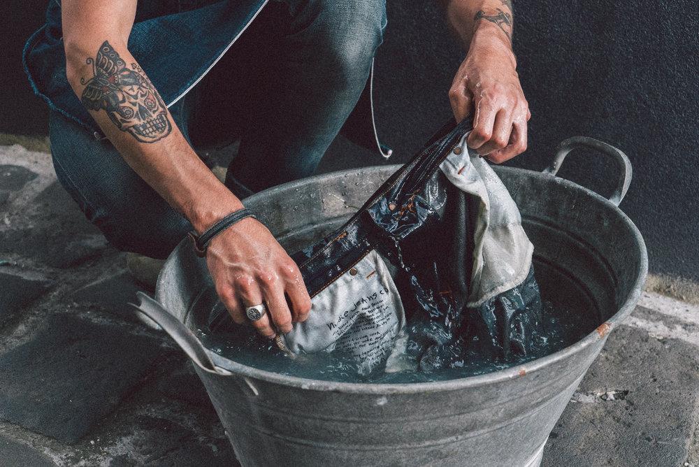 Как стирать деним